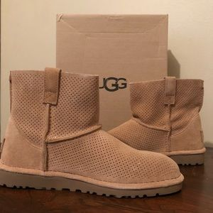 NEW UGG Mini Perforated Boot, SZ 7